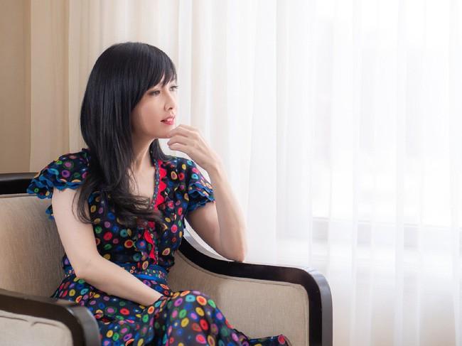 Hong Kong tự hào vì 1 ngọc nữ đẹp xuất sắc từ trẻ tới già: U51 mà trẻ đẹp như xuyên không về hồi 21 tuổi - Ảnh 14.