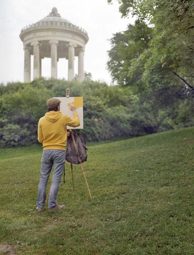 Góc rảnh rỗi: Anh họa sĩ chuyên đến điểm du lịch nổi tiếng chỉ để vẽ lại họa tiết trên áo mình - Ảnh 14.