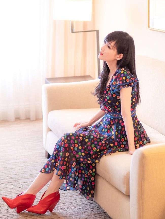 Hong Kong tự hào vì 1 ngọc nữ đẹp xuất sắc từ trẻ tới già: U51 mà trẻ đẹp như xuyên không về hồi 21 tuổi - Ảnh 15.