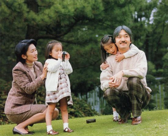 Thân vương Fumihito - vị Tân thái tử chuẩn mực và cuộc hôn nhân gây tranh cãi nhưng rốt cuộc lại hóa giải khủng hoảng người kế vị của Hoàng gia Nhật - Ảnh 15.