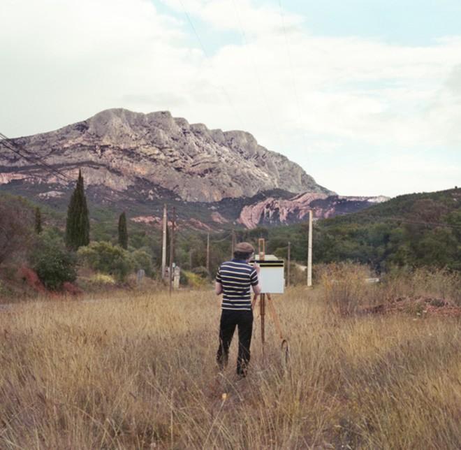 Góc rảnh rỗi: Anh họa sĩ chuyên đến điểm du lịch nổi tiếng chỉ để vẽ lại họa tiết trên áo mình - Ảnh 16.