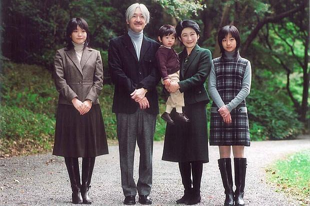 Thân vương Fumihito - vị Tân thái tử chuẩn mực và cuộc hôn nhân gây tranh cãi nhưng rốt cuộc lại hóa giải khủng hoảng người kế vị của Hoàng gia Nhật - Ảnh 20.