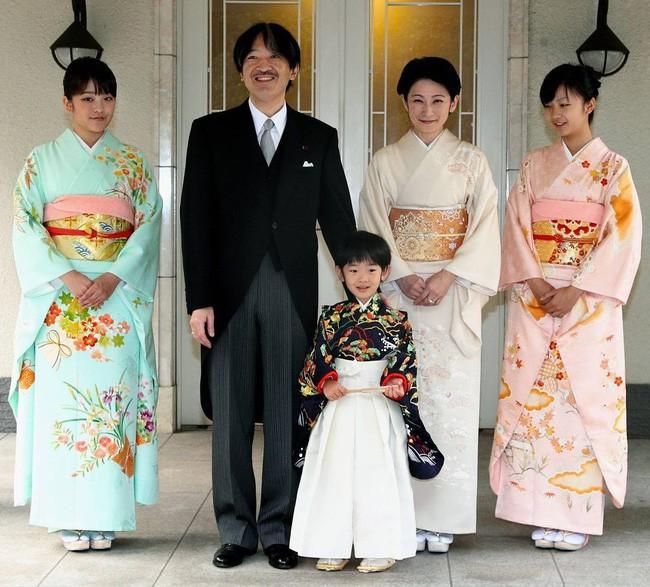 Thân vương Fumihito - vị Tân thái tử chuẩn mực và cuộc hôn nhân gây tranh cãi nhưng rốt cuộc lại hóa giải khủng hoảng người kế vị của Hoàng gia Nhật - Ảnh 21.