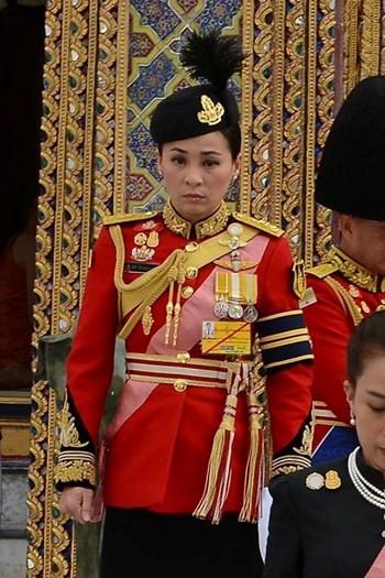 Ảnh: Vẻ đẹp của nữ tướng vừa được sắc phong làm Hoàng hậu Thái Lan - Ảnh 5.