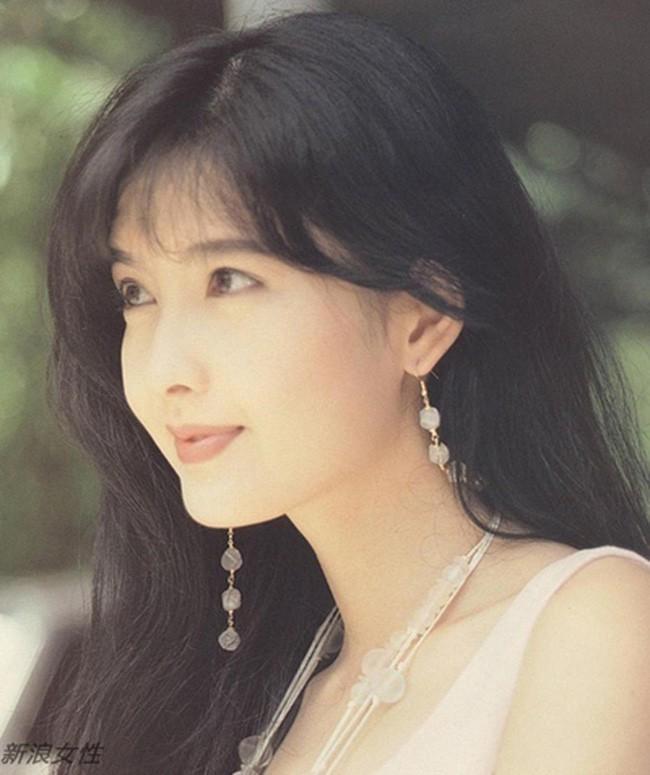 Hong Kong tự hào vì 1 ngọc nữ đẹp xuất sắc từ trẻ tới già: U51 mà trẻ đẹp như xuyên không về hồi 21 tuổi - Ảnh 6.