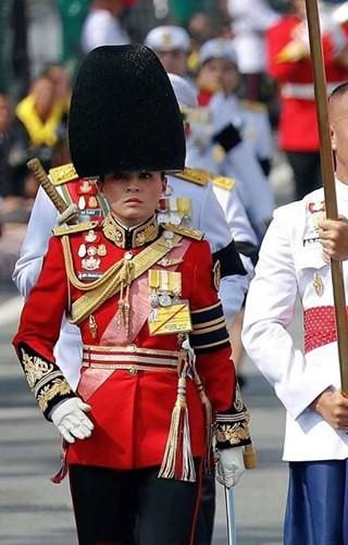 Ảnh: Vẻ đẹp của nữ tướng vừa được sắc phong làm Hoàng hậu Thái Lan - Ảnh 6.
