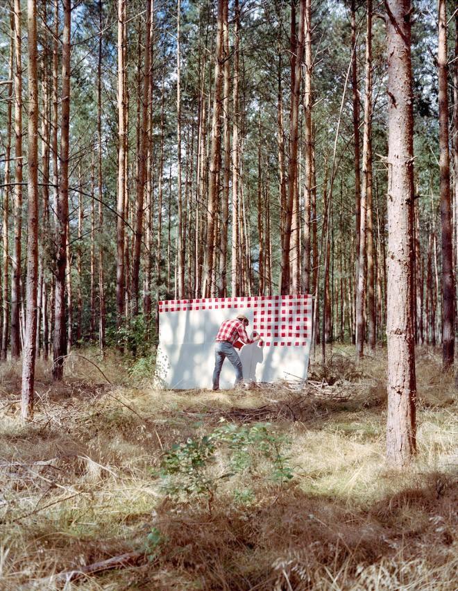 Góc rảnh rỗi: Anh họa sĩ chuyên đến điểm du lịch nổi tiếng chỉ để vẽ lại họa tiết trên áo mình - Ảnh 8.