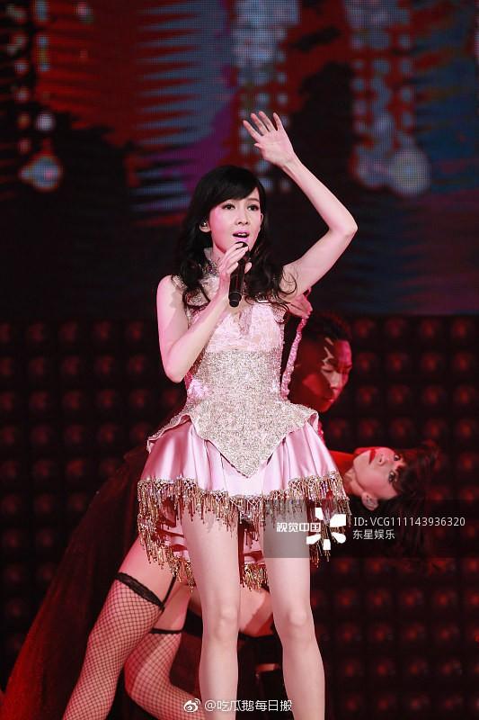 Hong Kong tự hào vì 1 ngọc nữ đẹp xuất sắc từ trẻ tới già: U51 mà trẻ đẹp như xuyên không về hồi 21 tuổi - Ảnh 9.