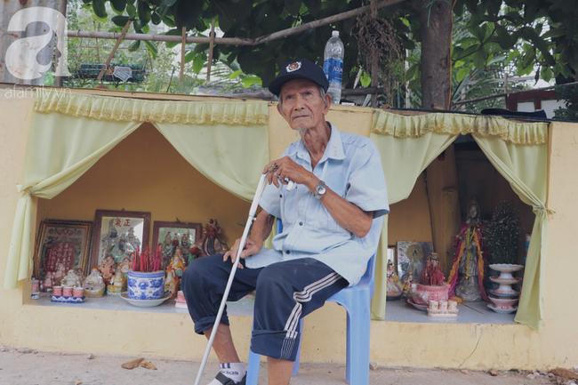 Chuyện tình sâu đậm của ông cụ 85 tuổi, hàng ngày đi lượm ve chai, bán vé dò nuôi vợ liệt giường - Ảnh 11.