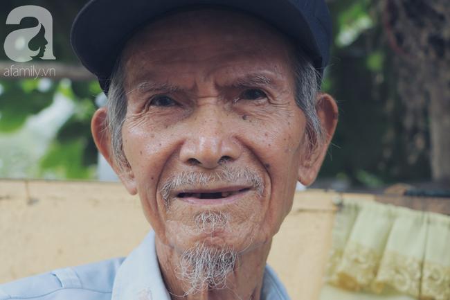 Chuyện tình sâu đậm của ông cụ 85 tuổi, hàng ngày đi lượm ve chai, bán vé dò nuôi vợ liệt giường - Ảnh 12.