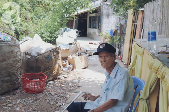 Chuyện tình sâu đậm của ông cụ 85 tuổi, hàng ngày đi lượm ve chai, bán vé dò nuôi vợ liệt giường - Ảnh 15.