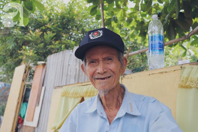 Chuyện tình sâu đậm của ông cụ 85 tuổi, hàng ngày đi lượm ve chai, bán vé dò nuôi vợ liệt giường - Ảnh 20.