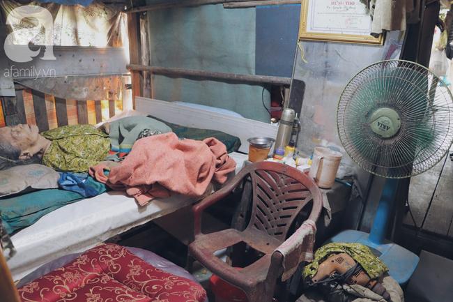 Chuyện tình sâu đậm của ông cụ 85 tuổi, hàng ngày đi lượm ve chai, bán vé dò nuôi vợ liệt giường - Ảnh 7.