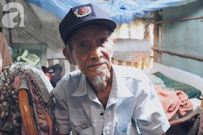 Chuyện tình sâu đậm của ông cụ 85 tuổi, hàng ngày đi lượm ve chai, bán vé dò nuôi vợ liệt giường - Ảnh 8.