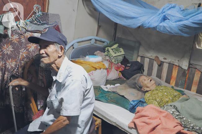 Chuyện tình sâu đậm của ông cụ 85 tuổi, hàng ngày đi lượm ve chai, bán vé dò nuôi vợ liệt giường - Ảnh 10.
