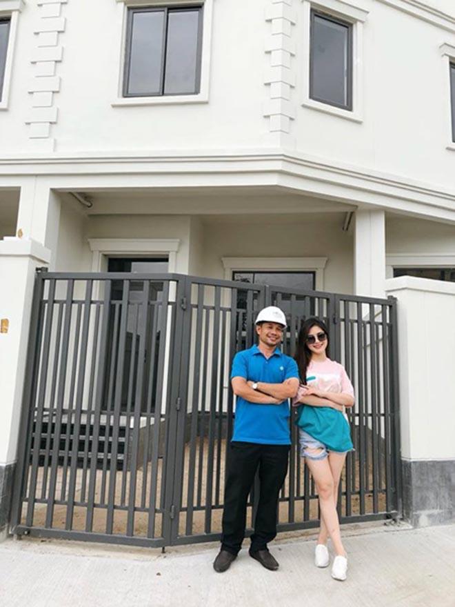 Hé lộ bên trong căn biệt thự 20 tỷ đồng của Hương Tràm - Ảnh 3.