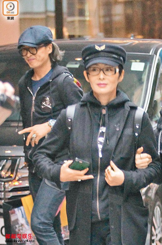 Mỹ nhân tuyệt sắc phim Châu Tinh Trì: Thời trẻ chuyên cặp đại gia, U60 hẹn hò bạn trai kém 10 tuổi - Ảnh 9.