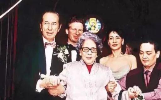 Người vợ giúp Hà Hồng Sân gây dựng đế chế casino: Hết lòng để bị phụ bạc, con trai tử vong vì tai nạn, con gái điên loạn - Ảnh 17.