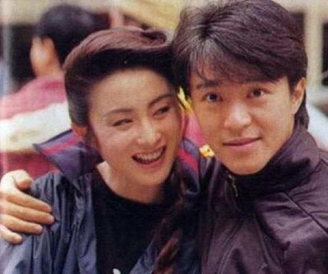 Mỹ nhân tuyệt sắc phim Châu Tinh Trì: Thời trẻ chuyên cặp đại gia, U60 hẹn hò bạn trai kém 10 tuổi - Ảnh 6.