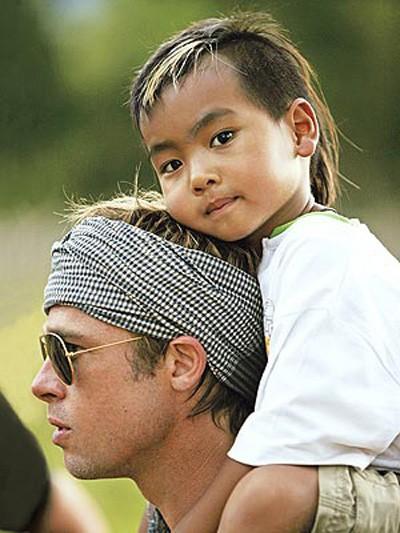Cậu cả Maddox: Từ cậu bé Campuchia mồ côi tới nguyên nhân khiến Angelina Jolie chấm dứt chuyện tình 12 năm với Brad Pitt - Ảnh 2.
