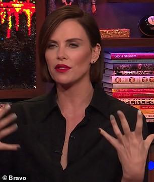 Charlize Theron lần đầu lên tiếng về tin đồn hẹn hò với Brad Pitt và thù ghét Angelina Jolie - Ảnh 2.