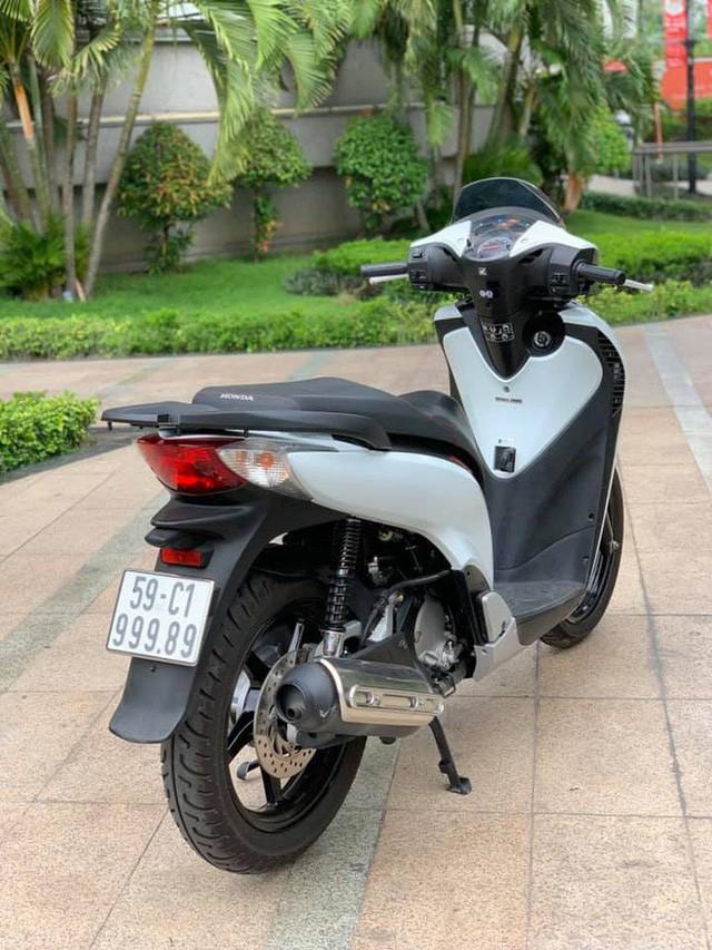 Dân chơi Sài Gòn hái ra tiền bằng nghề bán xe máy biển khủng hét giá ngang ô tô - Ảnh 3.