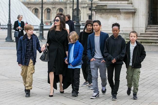 Cậu cả Maddox: Từ cậu bé Campuchia mồ côi tới nguyên nhân khiến Angelina Jolie chấm dứt chuyện tình 12 năm với Brad Pitt - Ảnh 9.