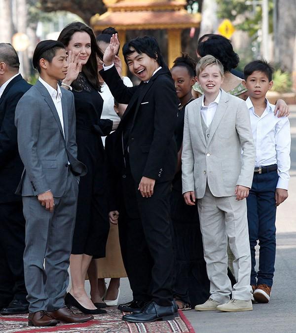 Cậu cả Maddox: Từ cậu bé Campuchia mồ côi tới nguyên nhân khiến Angelina Jolie chấm dứt chuyện tình 12 năm với Brad Pitt - Ảnh 10.