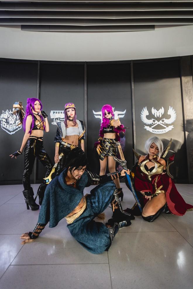 Ngắm nhìn dàn cosplay xinh đẹp làm nóng không khí trước thềm giải đấu MSI 2019 - Ảnh 10.