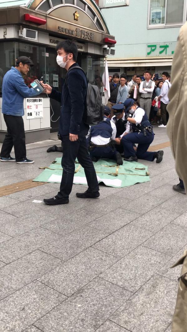 Thiếu tiền quá, người đàn ông đánh liều cầm dao đi cướp chốt cảnh sát - Ảnh 5.