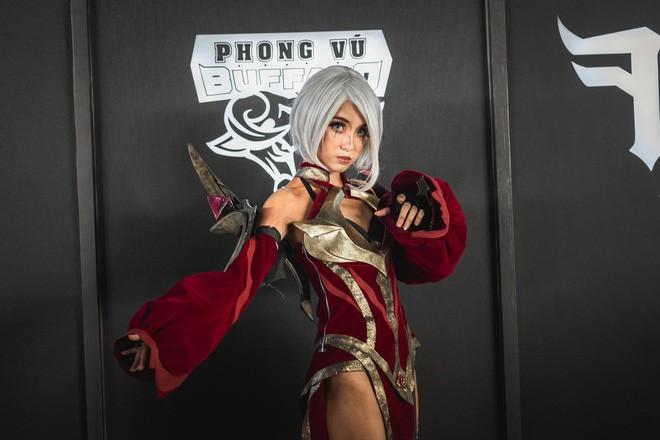 Ngắm nhìn dàn cosplay xinh đẹp làm nóng không khí trước thềm giải đấu MSI 2019 - Ảnh 6.