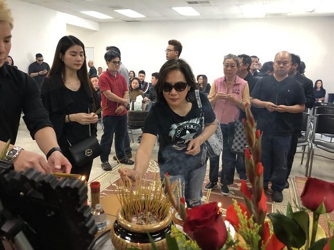 Vợ chồng mù quyết tìm đến gặp lần cuối và chuyện cô gái nghèo dốc cạn tiền tặng cố nghệ sĩ Lê Bình - Ảnh 4.
