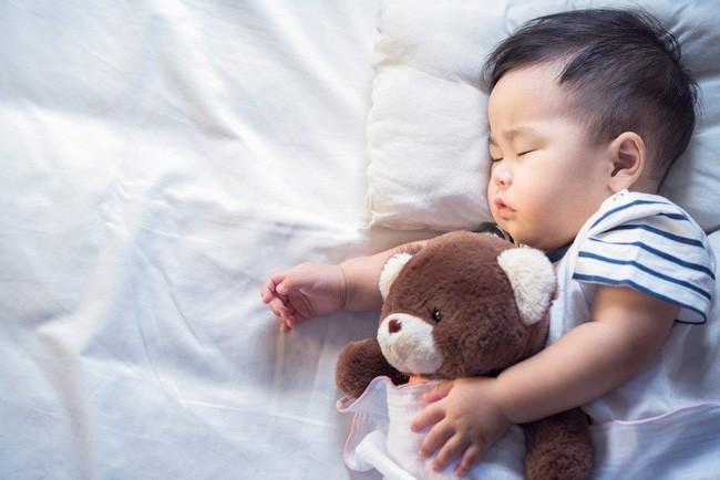 Bé trai 10 tháng tuổi người lạnh toát và ra đi trong giấc ngủ, đằng sau đó là lời cảnh báo về sai lầm mà nhiều cha mẹ có thể sẽ mắc phải - Ảnh 2.