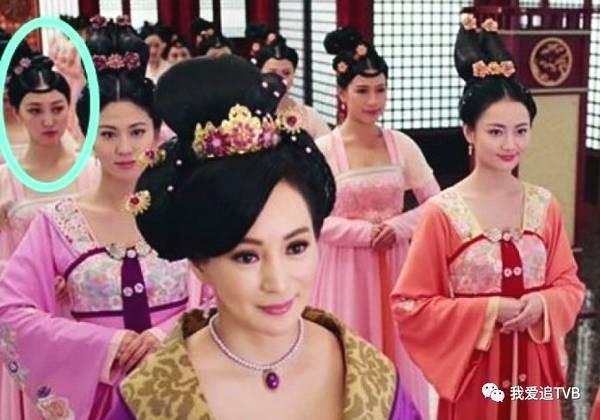 Cuộc sống sang chảnh của Á hậu Hong Kong chia tay tỷ phú 9000 tỷ, cặp kè đại gia giàu gấp ba - Ảnh 1.