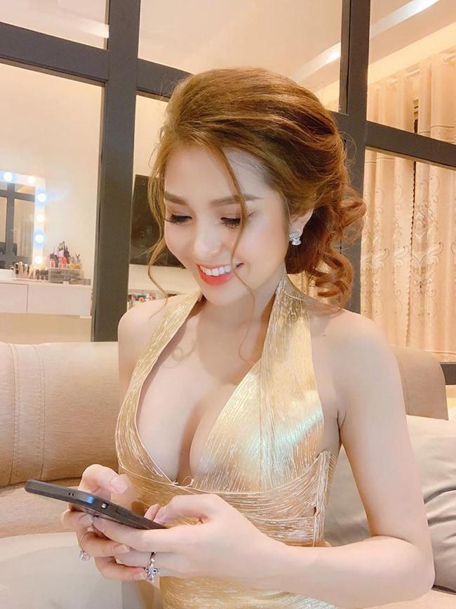 Ngoài Phi Huyền Trang, nhóm Mì gõ còn một hot girl vô cùng nóng bỏng - Ảnh 1.