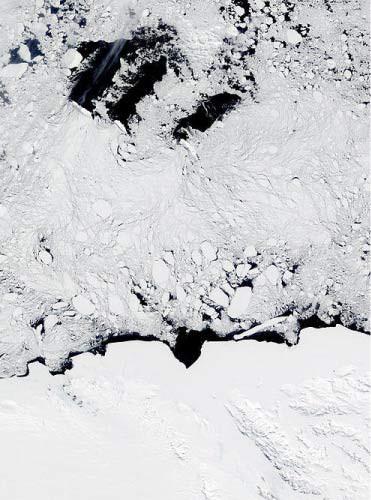 Giải mã bí ẩn những hố băng lạ liên tục xuất hiện tại Nam Cực trong nhiều thập kỷ qua - Ảnh 2.