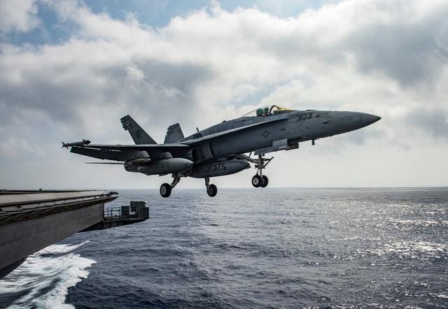 Nghìn tấn hỏa lực Mỹ bủa vây Iran: B-52, tàu sân bay thẳng tiến - Chiến tranh cận kề? - Ảnh 3.