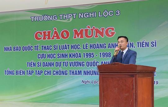 """Vụ """"nhà báo quốc tế"""" Lê Hoàng Anh Tuấn: 50 người phụ nữ nghèo bỗng ôm nợ lớn - Ảnh 1."""