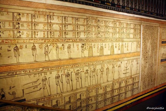 Bạn biết gì về Amduat - tử thư của hoàng đế Ai Cập Thutmose đệ Tam? - Ảnh 1.