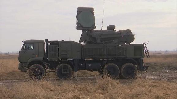 Rocket bay như mưa tấn công KQ Nga ở Syria - Bắn hạ toàn bộ - Ảnh 10.