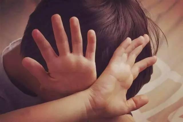 Khi con bị bắt nạt, cha mẹ đừng dạy con nói 3 từ này bằng không càng khiến trẻ bị tổn thương nặng nề hơn - Ảnh 2.