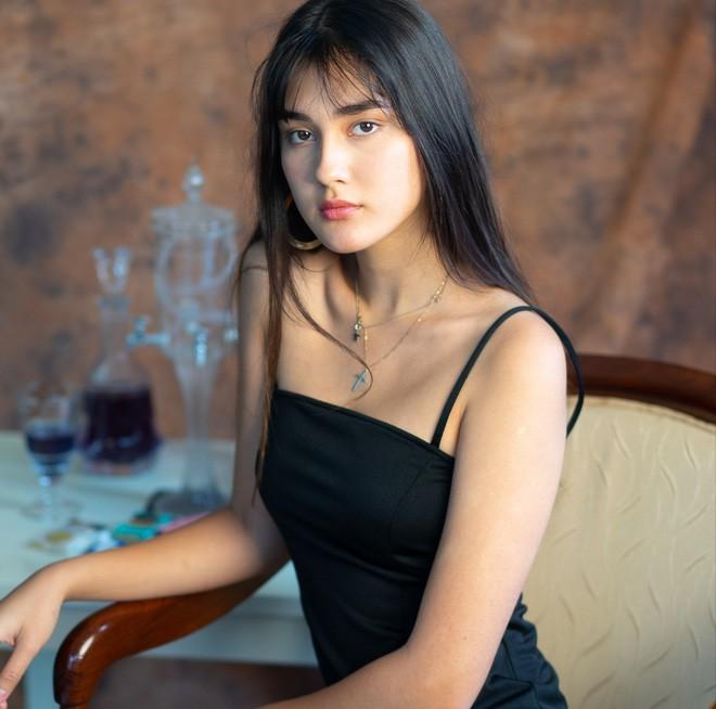 Hội con lai đang hot nhất trên MXH: Toàn là gương mặt nổi bật trong vũ trụ hot girl, có người sinh 2002 đã cực kỳ nóng bỏng - Ảnh 17.