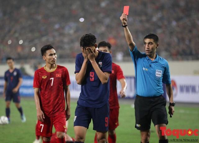 Đừng vội coi thường Supachai Jaided vì tấm thẻ đỏ ngu ngốc sau màn đánh nguội Đình Trọng - Ảnh 4.