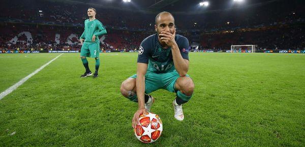 Tình yêu đẹp như cổ tích với vợ đã giúp Lucas Moura toả sáng rực rỡ trước Ajax - Ảnh 1.