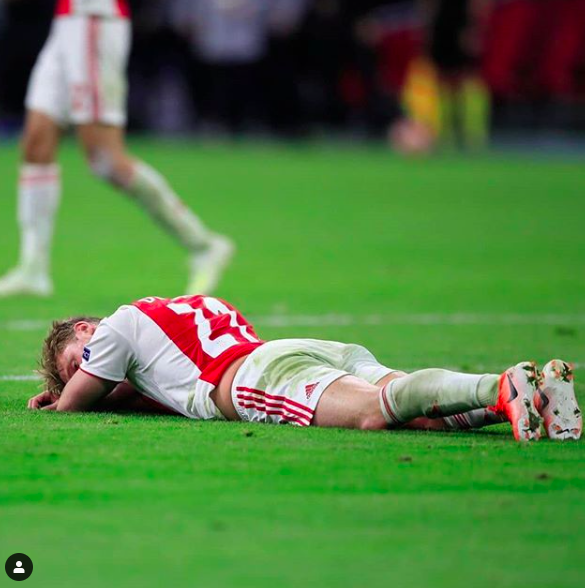 Những hình ảnh tràn ngập đau thương của Ajax Amsterdam sau khi bị đội bóng của Son Heung-min kết liễu ở giây bù giờ cuối cùng - Ảnh 15.