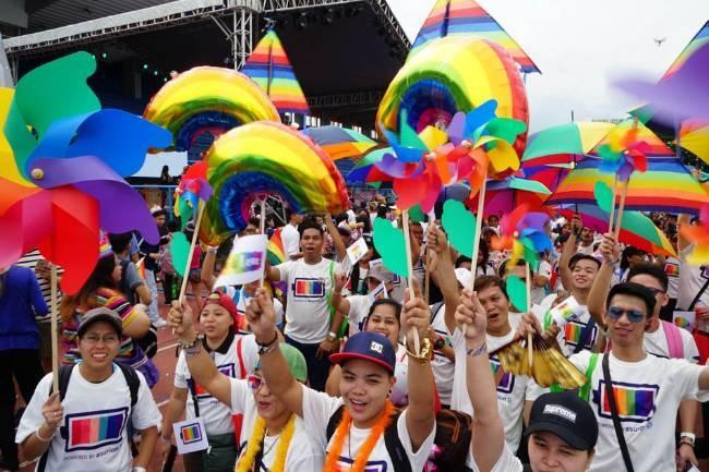 Tổng thống Phillipines thú nhận từng là người đồng tính nhưng đã tự chữa được - Ảnh 3.