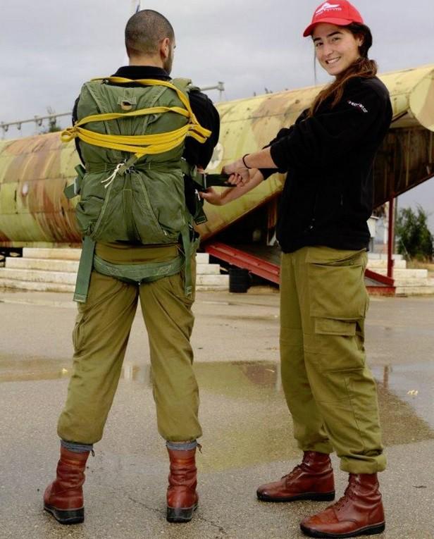 Ảnh: Các nữ quân nhân xinh xắn và mạnh mẽ của quân đội Israel - Ảnh 7.
