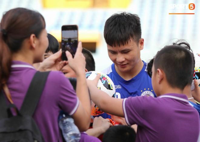Quang Hải bị quá tải sau Kings Cup, được HLV trưởng Hà Nội FC đặc cách khi về tới Việt Nam - Ảnh 6.