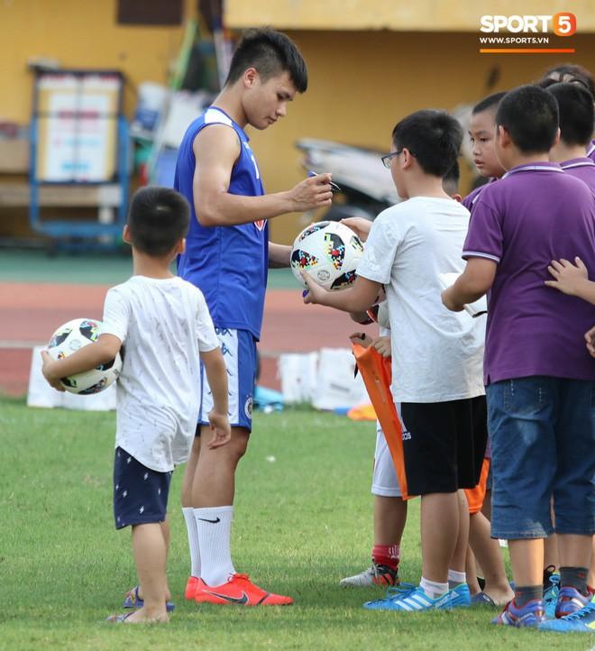 Quang Hải bị quá tải sau Kings Cup, được HLV trưởng Hà Nội FC đặc cách khi về tới Việt Nam - Ảnh 7.