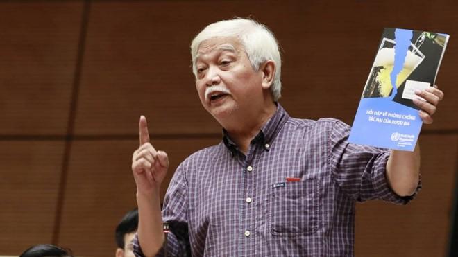 Ông Dương Trung Quốc: Tôi chưa bao giờ được doanh nghiệp rượu, bia mời đi nước ngoài - Ảnh 1.